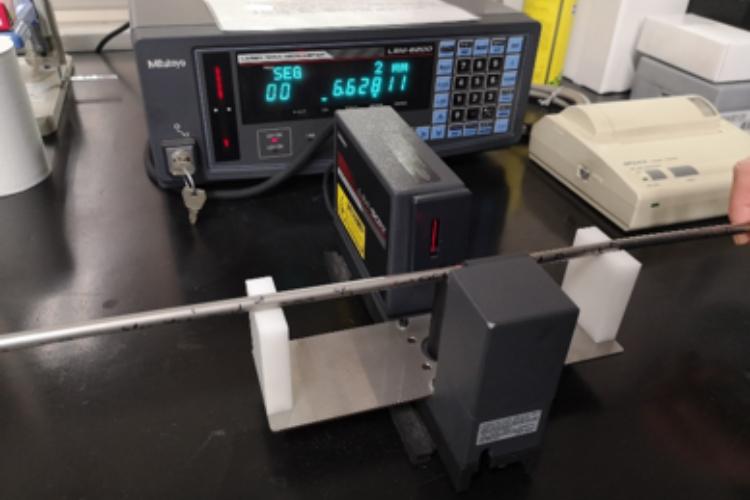 レーザ寸法測定機